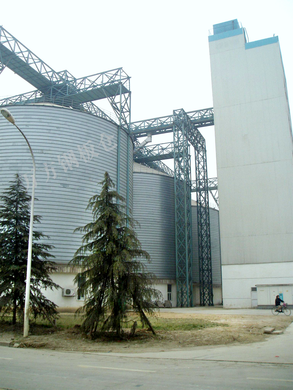 How to maintain large steel silo?